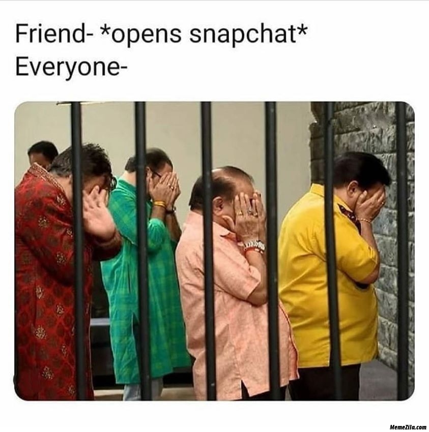 Friend opens snapchat Meanwhile everyone meme